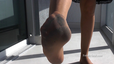 49726 - Dirty feet in pantyhose from 52th floor at Miami