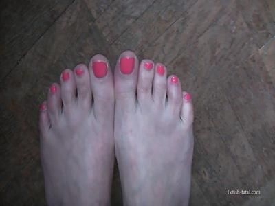 49004 - The beautiful feet Miss Elisa