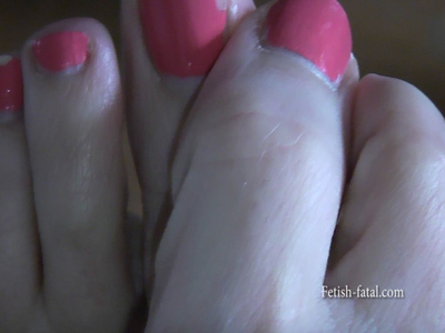 50964 - BEAUTIFUL FEET ....... who catches an object!