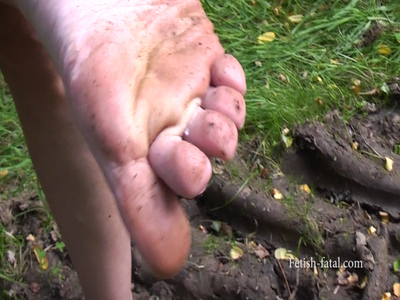 52462 - Claire walks barefoot through the mud, yuck!! very very dirty feet !!!