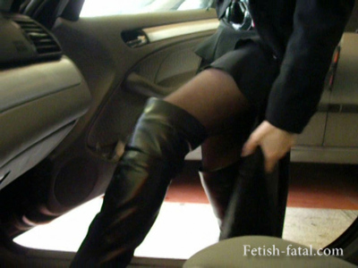 49775 - Natalia removes her boots and caressing the driver and the steering wheel of the BMW with his feet