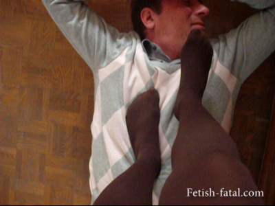 49732 - Trampling with a beautiful young woman in brown sticky !!!!
