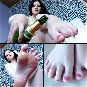 81117 - Tingling foot pleasure