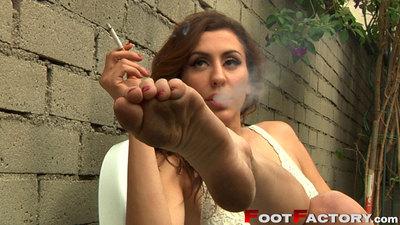 71050 - Princess Donna Dolore smoking dirty feet