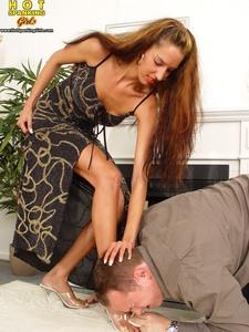 ****** Shoe Cleaning - Mistress Vivien B - Pics
