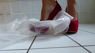 Crushing Bubble Pack with sexy red Pumps