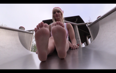 85811 - Marinka wearing ballerinas, shows her feet on the playground