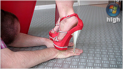 cassandra - Handtrampling With High Heels (wmv)