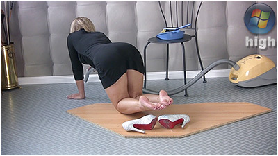 Sexy Vacuuming (wmv) - Cassandra