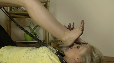 54555 - LICK MY FILTHY FEET YOU SLAVE GIRL