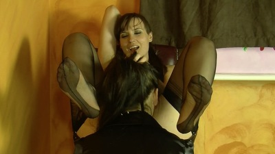 67739 - 2 CLIPS - SLAVE GIRL TRAIN - MIX