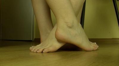 60821 - LESBIAN FOOTSIE