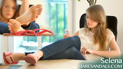 Selena's flip flops tease and sweet soles in your face - Update 4037