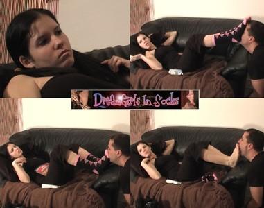 67295 - Nikki Shows Attitude on the Phone