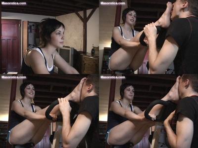79077 - Nadia's Dirty Sweaty Workout Feet!